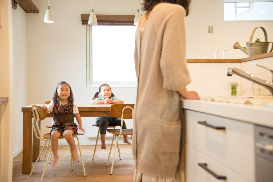 家族を包むナチュラルアンティークの家[キッチン]