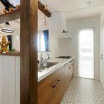 キッチンのタイル風クッションフロアは奥様のイメージ通りのデザインだそうです。