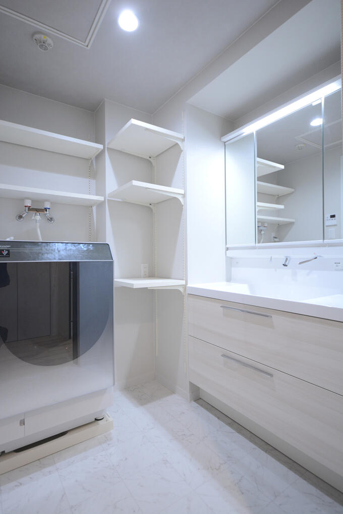 収納が嬉しい洗面台