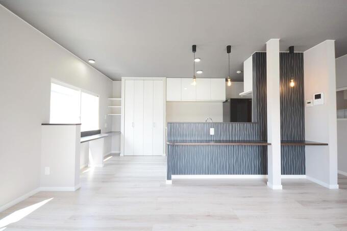 回遊式の機能的なキッチン